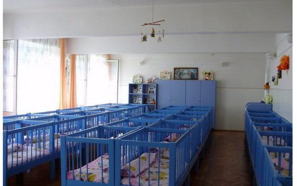 VIDEO I Criză în creșele clujene: 900 de copii rămân fără loc