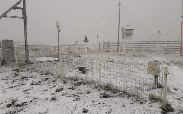 VIDEO | A nins în Vârful Vlădeasa, la cota 1.836 de metri. Ultima zăpadă căzută în septembrie a fost la Cluj în 2010