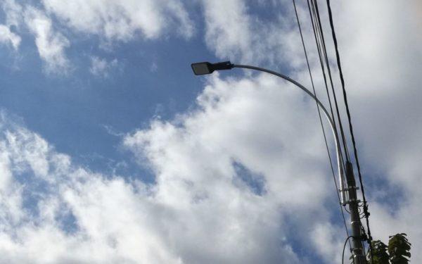 Aparate de iluminat moderne bazate pe tehnologia LED, montate pe 22 de străzi din Cluj.  Costurile se ridică la peste 2,1 milioane de lei