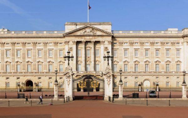 Palatul Buckingham, reședința Reginei Marii Britanii, va fi renovat în totalitate. Lucrările vor costa 369 de milioane de lire sterline