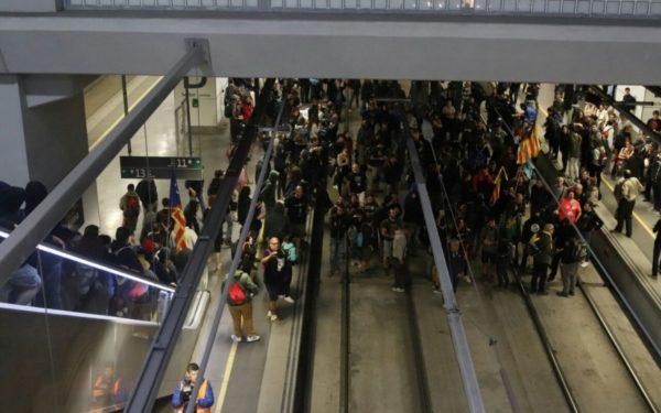 Șosele și căi ferate blocate în Catalonia, la un an de la referendumul pentru independență
