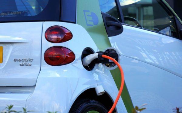 Mașinile electrice pot fi încărcate gratuit la Cluj. În oraș sunt 15 astfel de autoturisme și 540 hibride