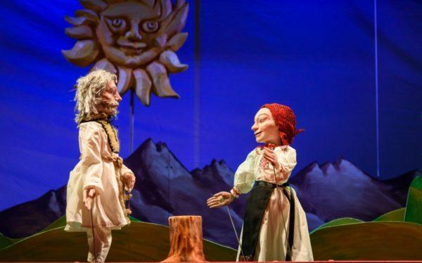 Centenarul la Teatrul Puck: Povestea salvării a trei tinere fecioare: Silvana Transilvana, Oltiţa Munteniţa şi Moldovioara Vioara