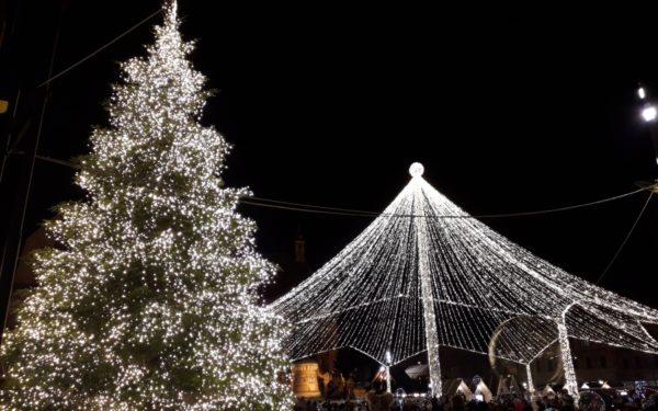 FOTO & VIDEO | S-a deschis Târgul de Crăciun din Piața Unirii