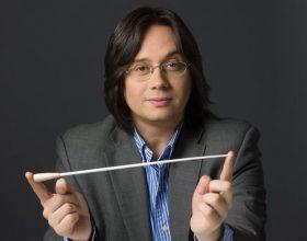 AUDIO | Ce ar lua cu el pe o insulă pustie dirijorul clujean Gabriel Bebeșelea