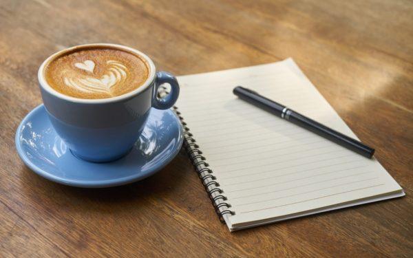 Prea multe cafele cresc secreția hormonului de stres