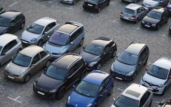 Locurile pentru vizitatori din parcările clujene nu vor mai putea fi închiriate în regim lunar. Prioritate la abonamente: persoanele cu dizabilități și riveranii proprietari de mașini.