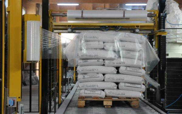 800 de tone de sare pleacă zilnic de la Dej pentru deszăpezirea drumurilor din țară