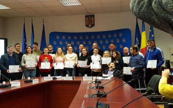 FOTO | 100 de sportivi clujeni și elevii care au obținut media 10 la Evaluarea Națională și Bacalaureat au fost premiați de Consiliul Județean