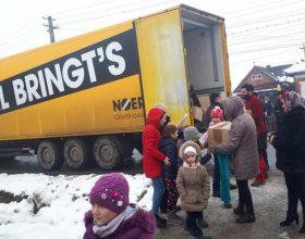 FOTO | Cadouri pentru peste 3.000 de elevi din Cluj. În schimbul lor, copiii se vor implica în acțiuni pentru comunitate
