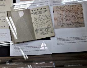 """Expoziția """"Evoluția evidenței populației în Ardeal"""": de la """"pașapoartele"""" din Evul Mediu până la buletinul cu amprentă digitală"""