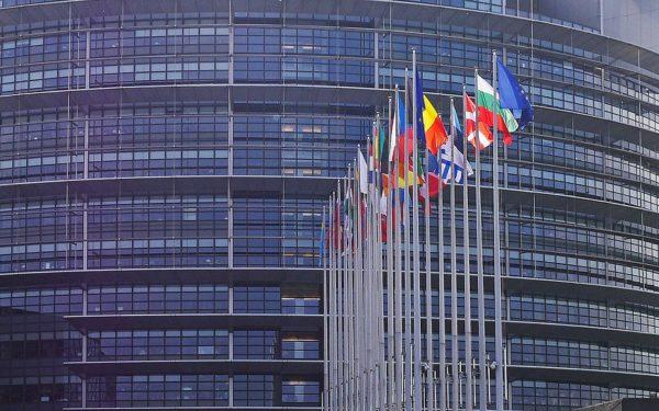 52% dintre români au o imagine pozitivă despre UE, mai mult decât media europeană