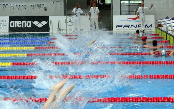 Doi înotători de la Universitatea Cluj participă la o competiție internațională în Ungaria