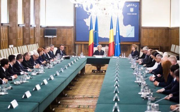 Președintele a semnat propunerile de interimat: Rovana Plumb la Transporturi și Eugen Teodorovici la Dezvoltare Regională | UPDATE