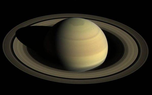 Inelele planetei Saturn s-au format în perioada în care pe Pământ trăiau dinozauri