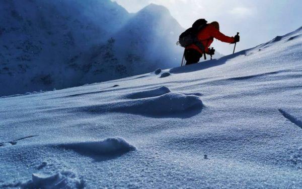 FOTO & VIDEO | Premieră: Doi alpiniști români, dintre care unul din Cluj, au reușit să escaladeze, într-o singură zi, ambele vârfuri ale muntelui Elbrus