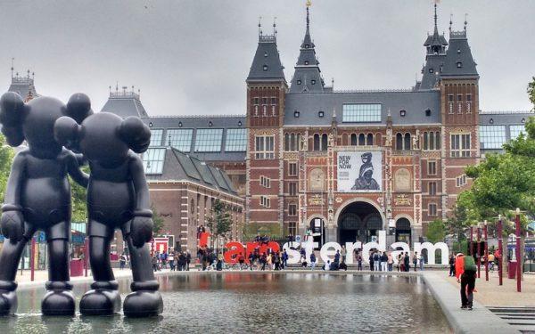 Sute de companii vor să îşi mute sediile din Marea Britanie în Olanda pentru a-și menţine accesul la piaţa UE