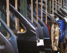 Ger în SUA   Marile companii auto americane opresc producția pentru a economisi gazele