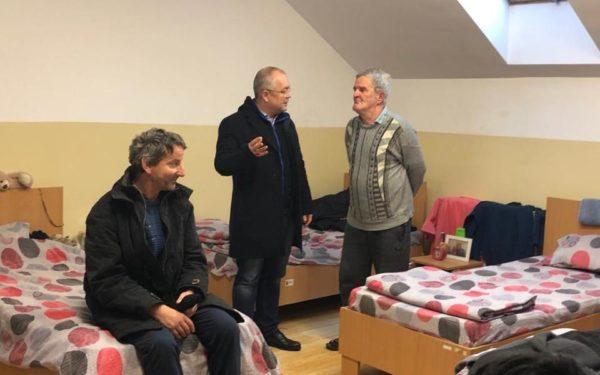 31 de oameni fără adăpost din Cluj-Napoca au fost duși la centre sociale pentru a nu îngheța pe străzi