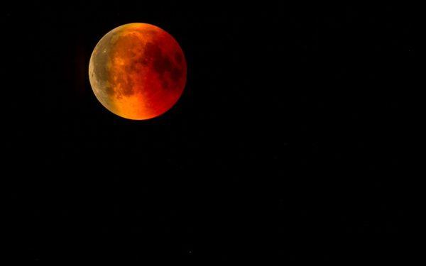 În noaptea de 20 spre 21 ianuarie va avea loc o eclipsă totală de Lună, vizibilă și din România