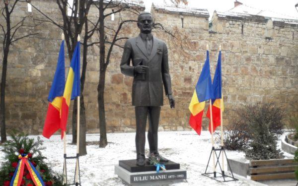 FOTO | Statuia lui Iuliu Maniu, dezvelită în Piața Ștefan cel Mare din Cluj-Napoca