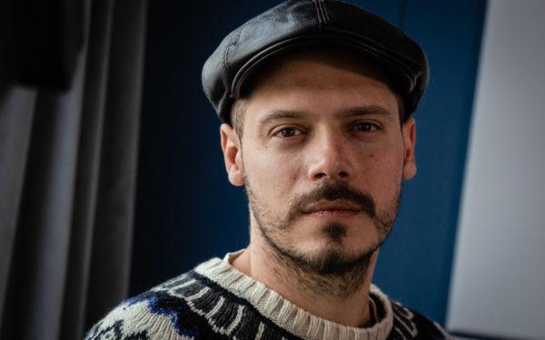 """Jurjak, fiul lui Edi Petroșel, toboșarul trupei Holograf, pentru EBS Radio: """"Cu muzica pot să zic că am ieșit în față, cumva, din joacă"""""""