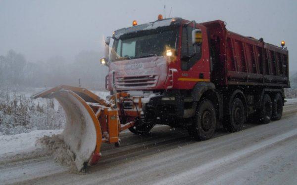 Drumarii au intervenit și au împrăștiat peste 730 de tone de material antiderapant pe drumurile din județul Cluj