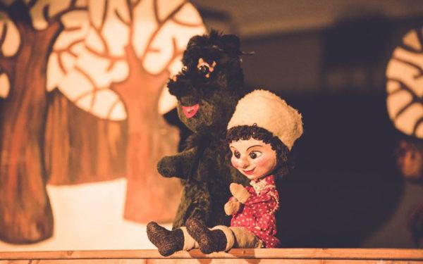 Poveștile copilăriei, în interpretarea actorilor de la Teatrul Puck, vor fi disponibile online