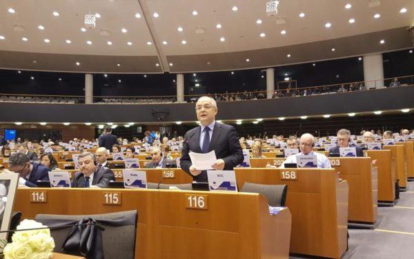 Emil Boc a cerut la Bruxelles susținere financiară pentru finalistele la titlul de Capitală culturală europeană