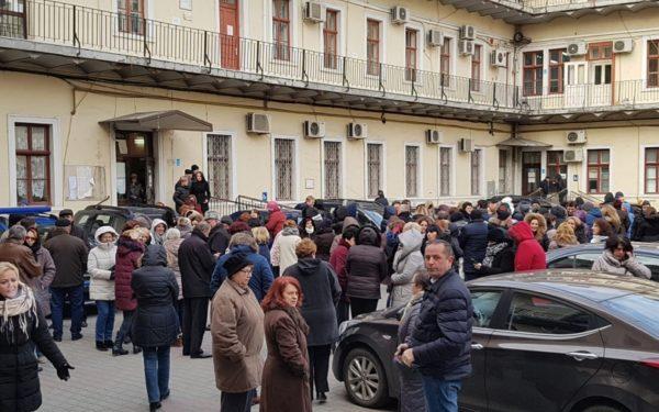 Protest la Direcția de Finanțe Cluj. Angajații se tem că vor urma disponibilizări