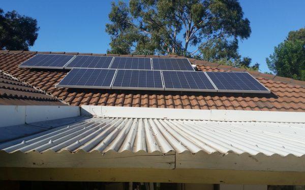 De luna viitoare se acordă finanțări pentru panouri fotovoltaice