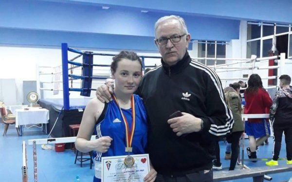 O medalie de argint și două de bronz la Cupa României pentru sportivele legitimate la secția de box a CS Universitatea Cluj