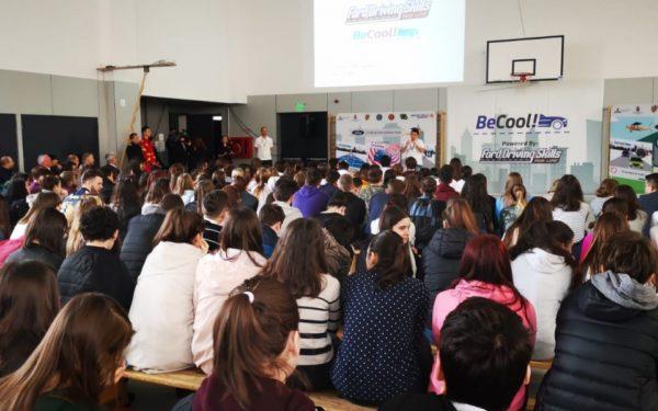 FOTO | 9.000 de elevi de liceu din Cluj învață de la piloți de raliu cum să conducă preventiv