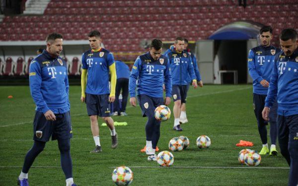 Naționala de fotbal a României a ajuns la Cluj. Meciul cu Insulele Feroe este programat marți în Gruia