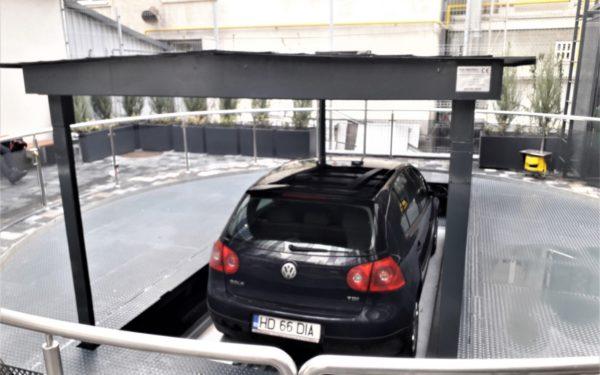 VIDEO | Parcările automatizate, soluție pentru Clujul aglomerat: locuri de parcare cu lift la o clinică din centrul orașului