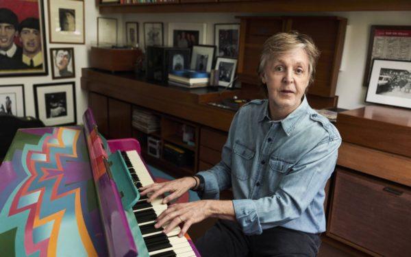 Caietul de literatură al lui Paul McCartney s-a vândut la o licitație cu peste 54.000 de euro