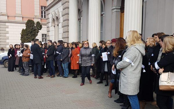 Activitatea judecătorilor de la Tribunalul Cluj va fi în continuare suspendată timp de o oră pe zi, până la sfârșitul săptămânii