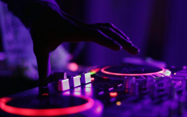 La Cluj se deschide prima școală gratuită de DJ din România