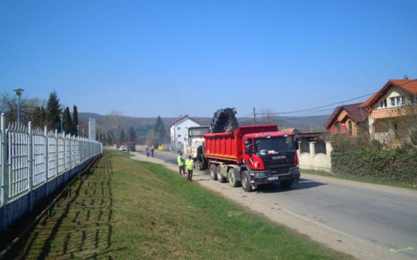 FOTO | Lucrările la drumul care leagă Gilăul de Mărișel, o importantă zonă turistică a Clujului, au fost reluate