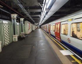 Automate cu povestiri ce pot fi citite în câteva minute vor fi montate în metroul din Londra