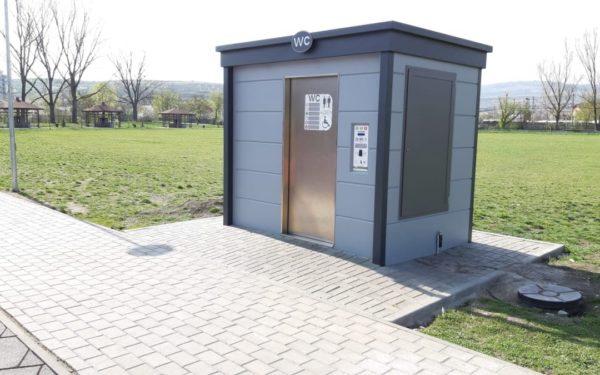 FOTO   Două toalete automatizate, care se curăță singure, au fost amplasate în Cluj-Napoca