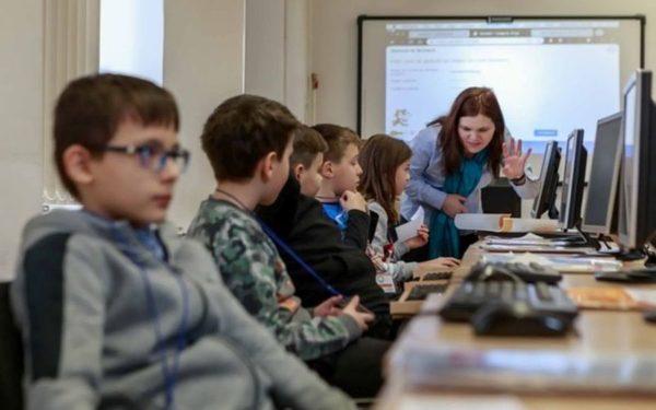 Számítógépes oktatás és túlzott telefonhasználat – hogyan is oldjuk meg és egyensúlyozzuk ki a technológia használatát?