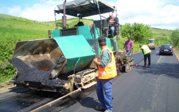 FOTO | Două noi drumuri județene intră în reparații