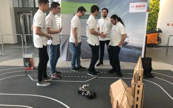 FOTO: Tehnologiile viitorului, în mâinile studenților. 22 de echipe de tineri au prezentat la Cluj sisteme pentru conducerea autonomă