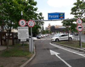 FOTO | În două parcări publice din centrul Clujului, plata se va putea face cu cardul. Care este procedura