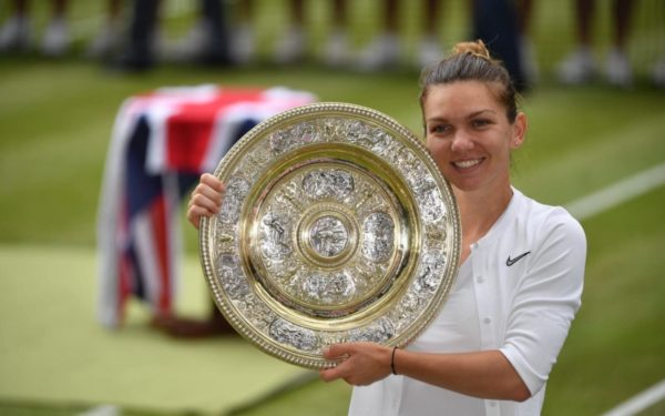 Simona Halep, camipoana de la Wimbledon, s-a întors acasă
