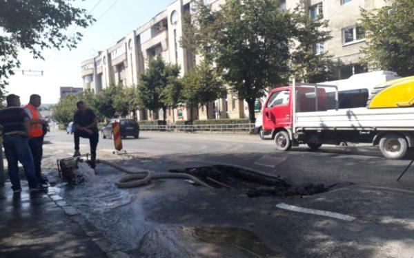Atenție șoferi! Traficul e perturbat în Piața Ștefan cel Mare