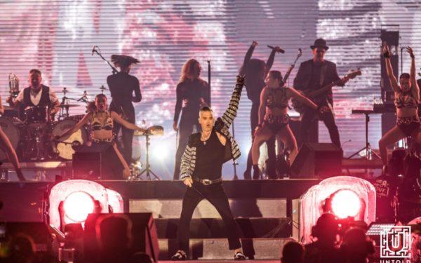 Robbie Williams s-a întors în viitor