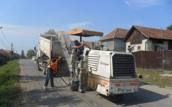 FOTO | Lucrări de reparații pe drumul Sucutard – Vaida Cămăraș
