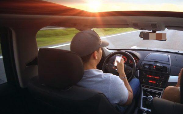 CLUJ | Polițiștii spun că pasagerii ar trebui să ia atitudine când văd că șoferii sunt distrași de telefonul mobil